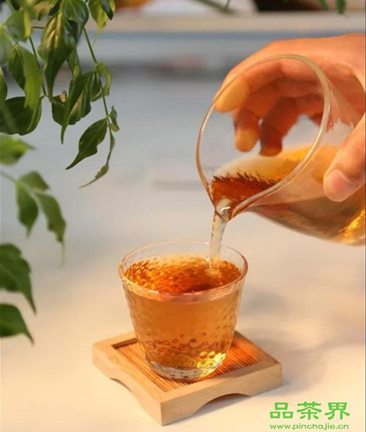 <a href=http://www.pinchajie.cn target=_blank class=infotextkey>红茶</a>品质及保健功效由它们主导,你知道吗?