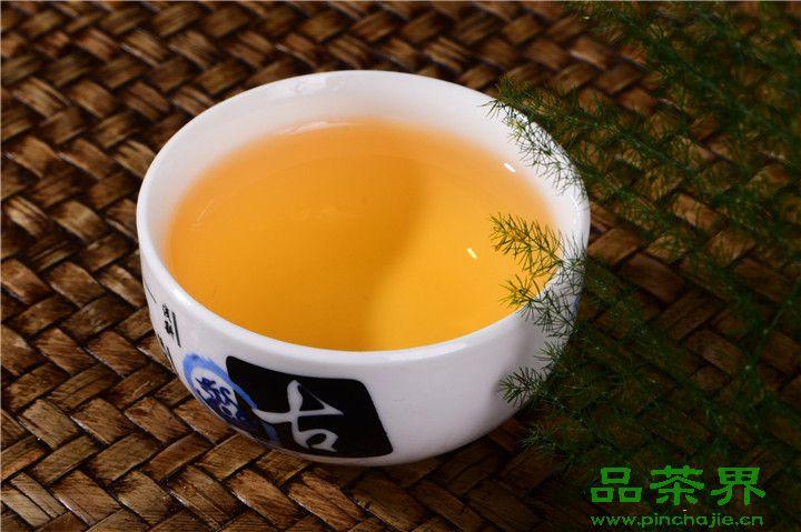 夏天可以喝<a href=http://www.pinchajie.cn target=_blank class=infotextkey>红茶</a>吗?