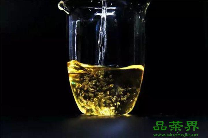 <a href=http://www.pinchajie.cn target=_blank class=infotextkey>绿茶</a>最忌讳的就是先放<a href=http://www.pinchajie.cn target=_blank class=infotextkey>茶叶</a>再倒水!牢记正确泡茶法!